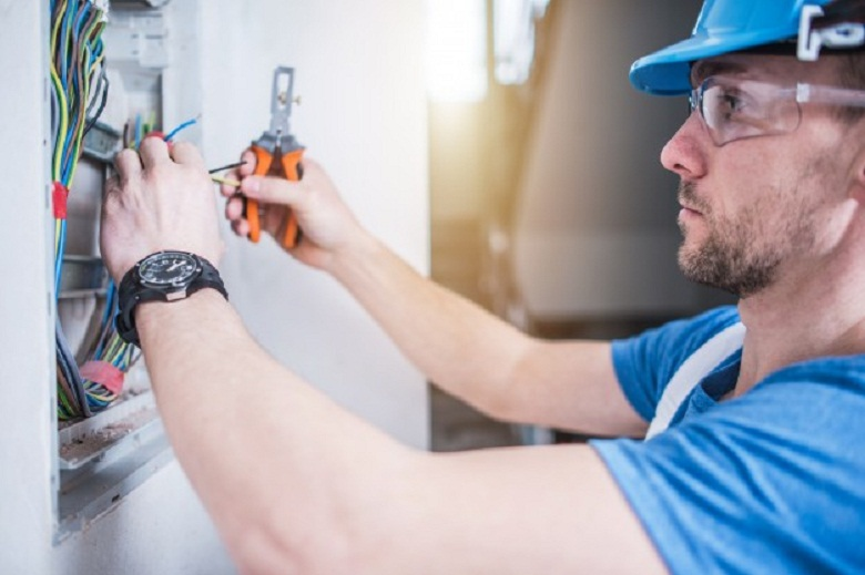 Don't Ignore These Signs That You Need an Electrician