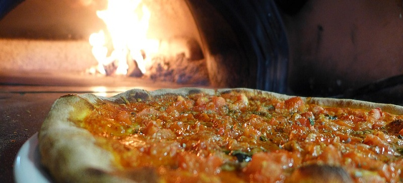 Tips for cooking wood fire pizza