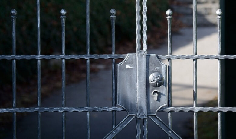 Why You Should Put Up a Fence On Your Property Right Now